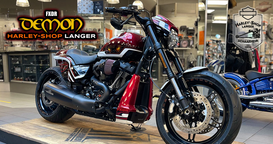 Harley-Shop langer Custombike Deamon auf FXDR Basis